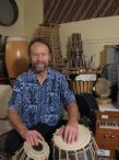 Robert Effertz with various instruments / Robert Effertz
